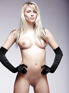 Busty Shaved Blonde Tina Shannon - Backyard69. Com
