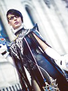Sleek Black Lisa Lou A Bayonetta Cosplay