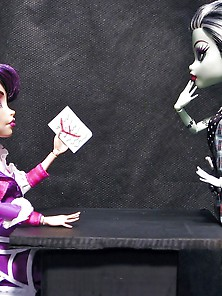 Monster High: Frankie Gets Spanked.