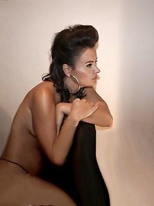 Amateur Brunette Girl Nude And Blowjob