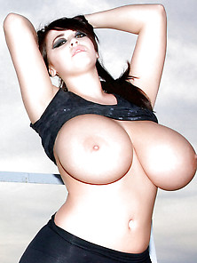 Hot Big Boobs And Big Tits From Young Girls