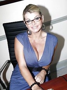 Hall Of Fame Milf Vicky Vette Squirts On Office Table!