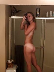 Nude ass selfie